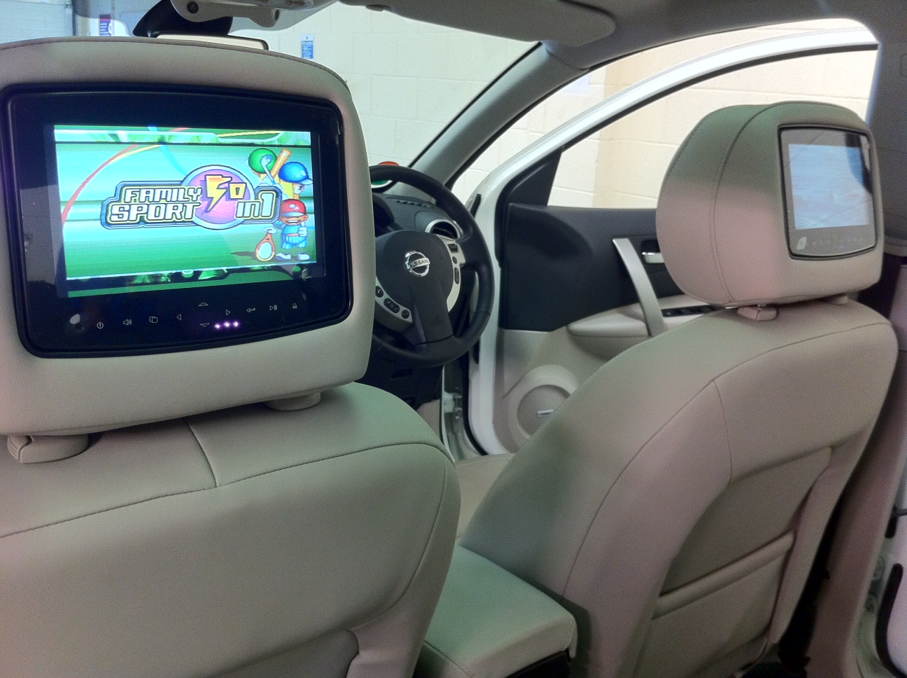 Nissan Quashqai With Rosen Twin Dvds And Games